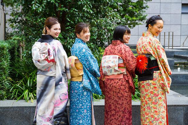 dressing kimono3